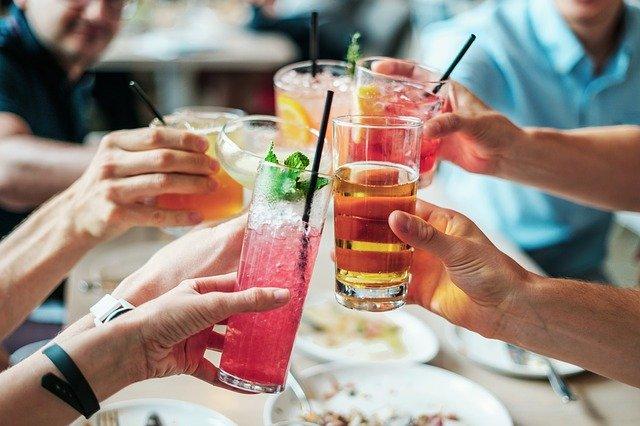 Dlaczego młodzi ludzie piją alkohol?
